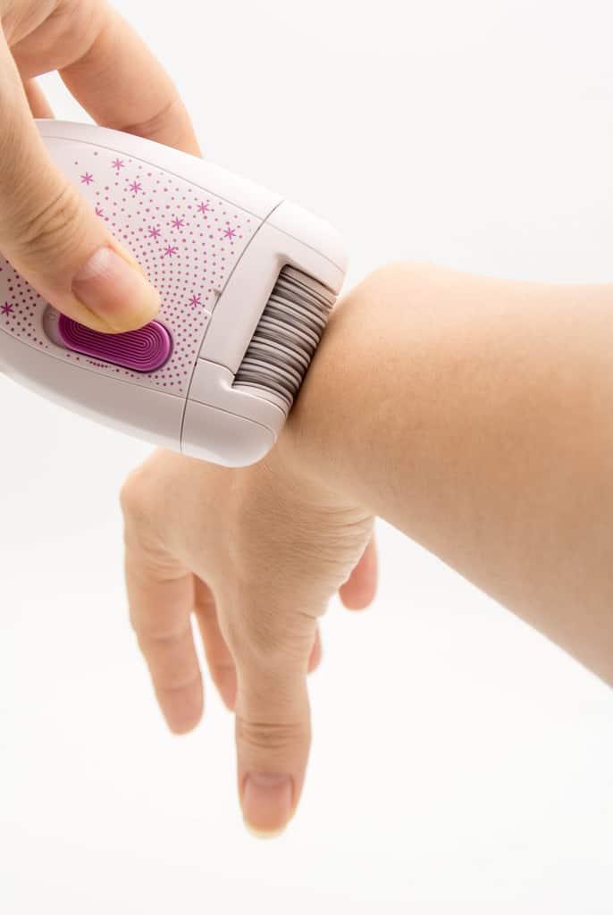 epilazione laser è un trattamento di depilazione più delicato rispetto al rasoio elettrico