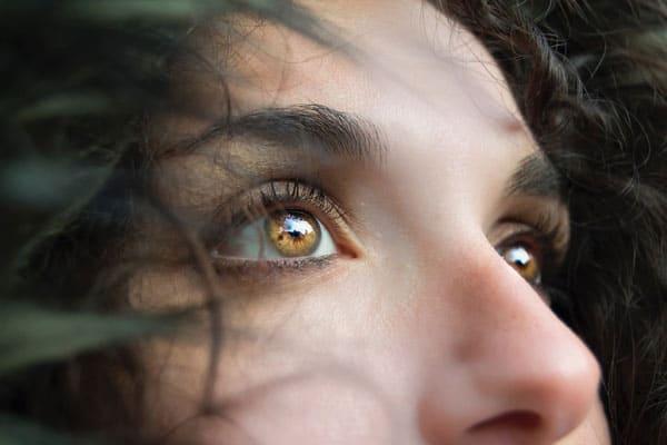 epilazione laser per rimuovere i peli superflui del naso
