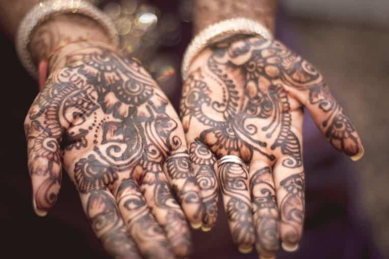 tatuaggi henné: ecco perché per eliminarli non è necessario ricorrere alla rimozione tatuaggi. Scopri tutti i vantaggi dei tatuaggi ad henné