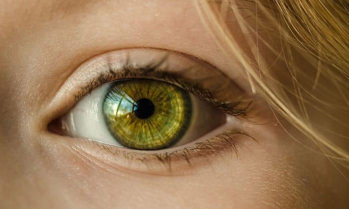epilazione laser: perché indossare gli occhiali protettivi durante il trattamento