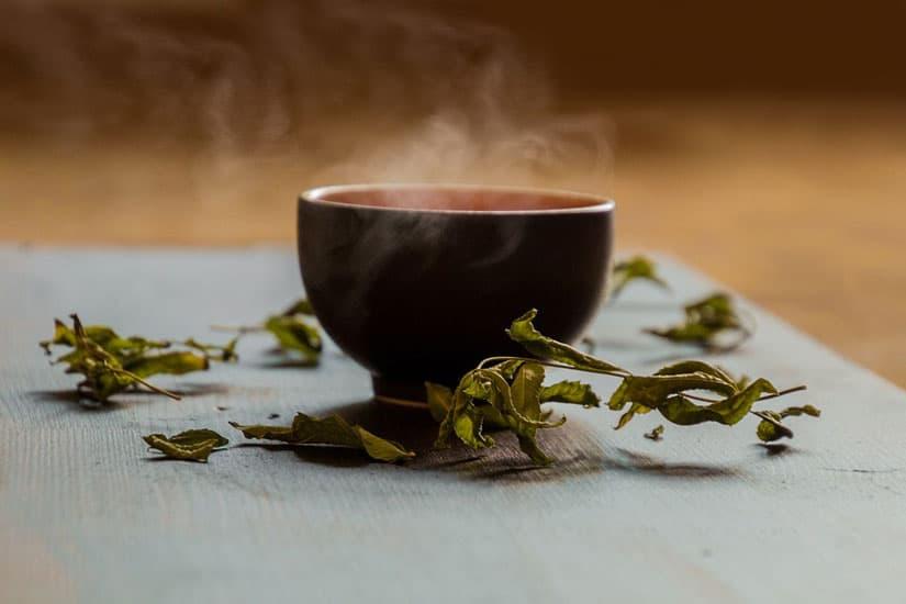 bere tè verde durante e dopo un trattamento di epilazione laser aiuta a mantenere la tua pelle più bella e liscia